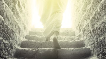 Jesus-Resurrection-Walking-out-of-Tomb-900
